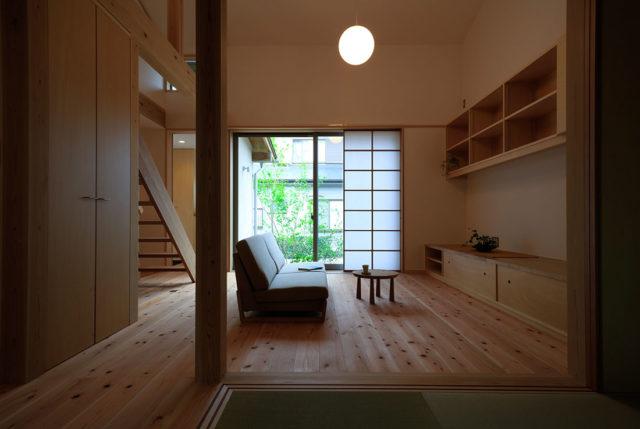 志都呂の家 内観 斜め天井なりの吹き抜け