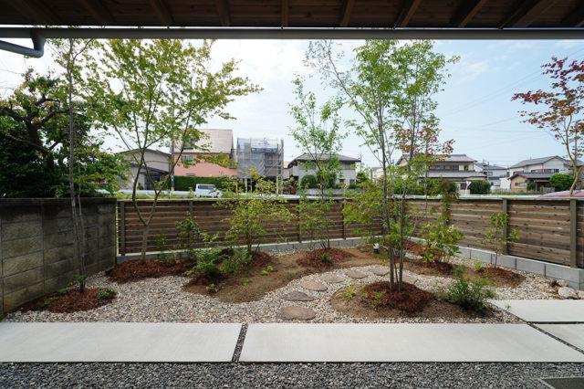中岩田の家 南側の庭
