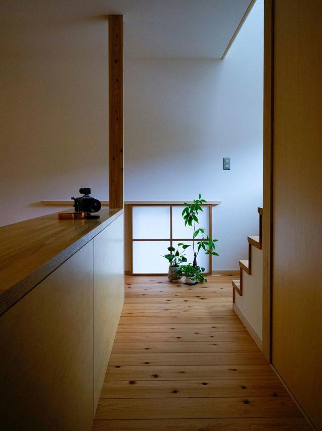 上島の家 階段
